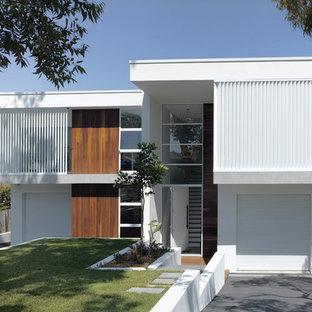 Источник вдохновения для домашнего уюта: белый дуплекс в морском стиле с разными уровнями