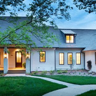 Idéer för ett klassiskt vitt hus, med två våningar