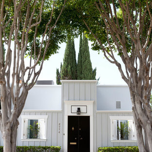 Elegant gray one-story exterior home photo in Los Angeles