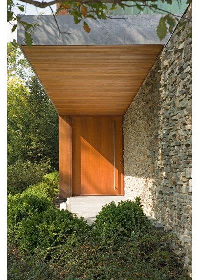 Modern Exterior by Thomas Shafer Architects LLC