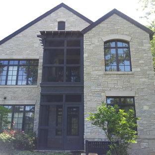 シカゴのトランジショナルスタイルのおしゃれな家の外観 (石材サイディング、グレーの外壁、アパート・マンション) の写真
