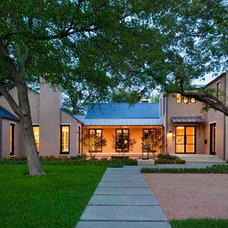 Transitional Exterior by Stocker Hoesterey Montenegro
