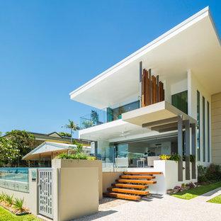 Imagen de fachada de casa multicolor, actual, de tamaño medio, de dos plantas, con revestimientos combinados y tejado de un solo tendido