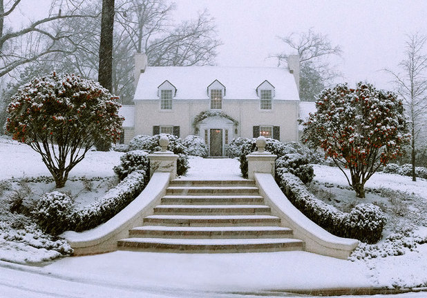 Traditional Exterior by Stephen W. Hackney Landscape Architecture