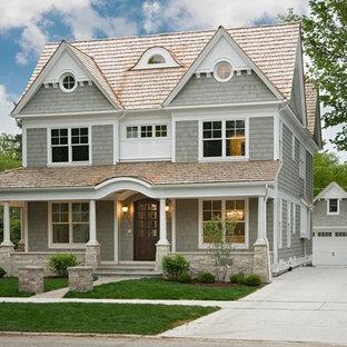 Ispirazione per la facciata di una casa grigia vittoriana a tre o più piani di medie dimensioni con rivestimento in legno e tetto a capanna