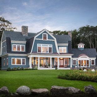 ポートランド(メイン)のヴィクトリアン調のおしゃれな家の外観 (木材サイディング) の写真