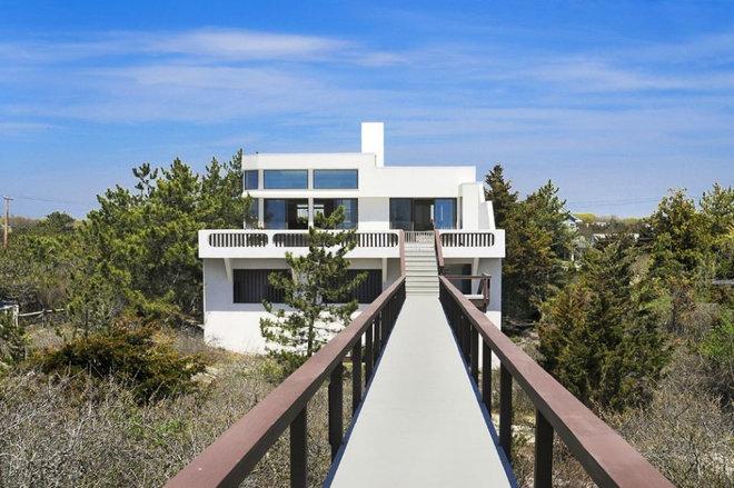 Modern Exterior by Joseph T. Deppe, Architect, P.C.