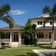 Tropical Exterior by Bell Landscape Architecture Inc.