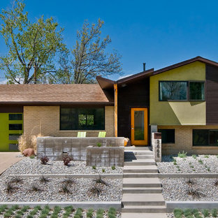 Example of a mid-sized 1960s split-level gable roof design in Denver