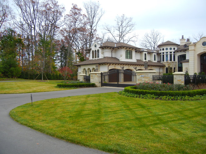 Traditional Exterior by Great Oaks Landscape Associates Inc.