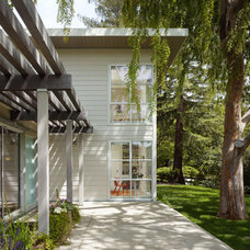 Transitional Exterior by Nick Noyes Architecture