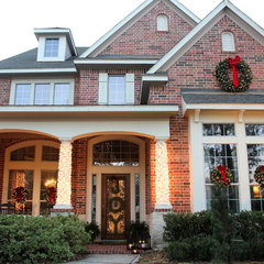 traditional exterior Outdoor Christmas Decor