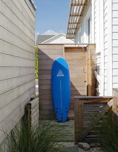 Beach Style Exterior by ZeroEnergy Design