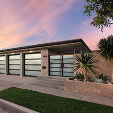 Midcentury Exterior by Anders Lasater Architects