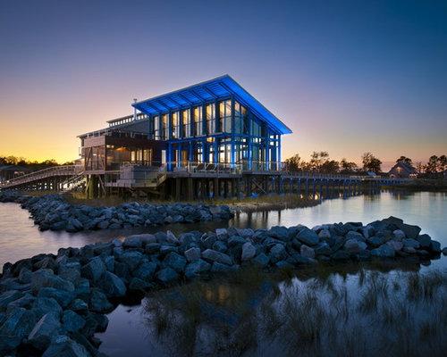 Foto e idee per facciate di case facciata di una casa al for Piani di costruzione di case in metallo a due piani