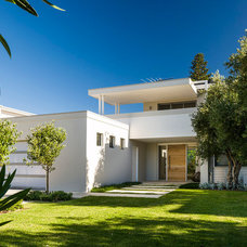 Modern Exterior by Swell Homes