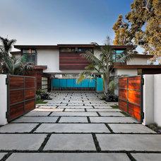 Modern Exterior by Dana Berkus Interiors