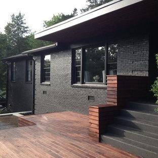 Idee per la facciata di una casa grande nera moderna a un piano con rivestimento in mattoni