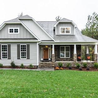 ローリーのおしゃれな家の外観 (木材サイディング) の写真