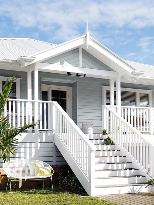 Large beach style exterior design ideas remodels photos for Large beach house