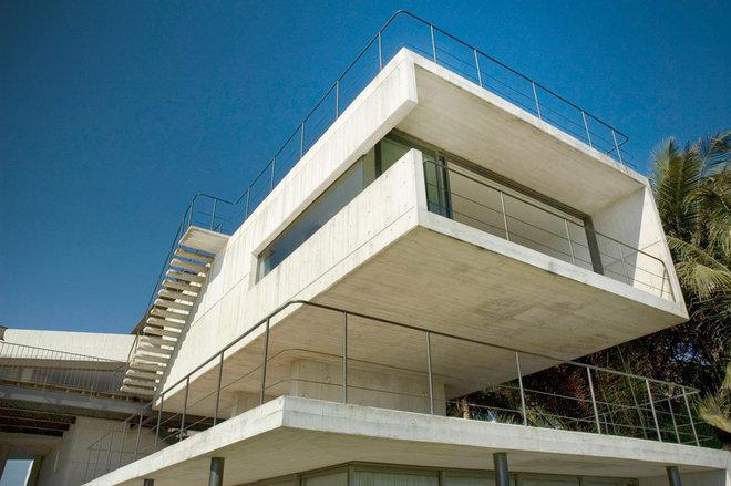 Modern Exterior by PAUL CREMOUX studio