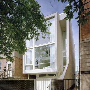 На фото: трехэтажный, белый таунхаус среднего размера в стиле модернизм с плоской крышей