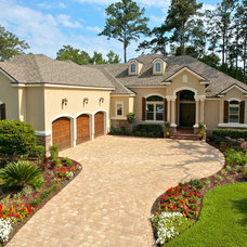 Traditional Exterior by Lendry Homes