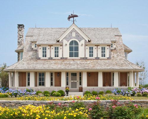 Foto e idee per facciate di case facciata di una casa al for Bei piani di casa con foto