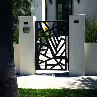 Inspiration for a medium sized and white contemporary two floor render detached house in Los Angeles with a flat roof.