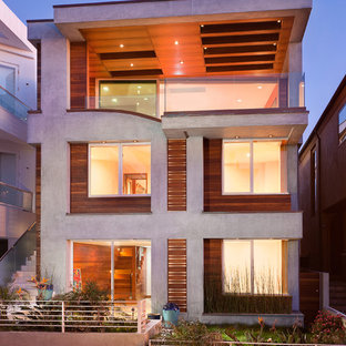 Источник вдохновения для домашнего уюта: трехэтажный, серый дом среднего размера в современном стиле с облицовкой из бетона и плоской крышей