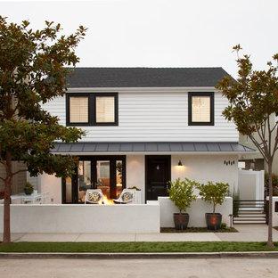 На фото: двухэтажный дом в стиле современная классика с крышей из смешанных материалов