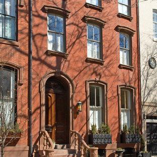 Idee per la facciata di una casa a schiera grande rossa vittoriana a tre o più piani con rivestimento in mattoni