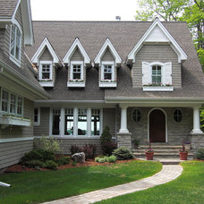 Traditional Exterior by Thomas Bren Homes, Inc.