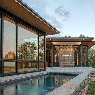 Schwarzes Modernes Einfamilienhaus mit Pultdach und Blechdach in Charlotte