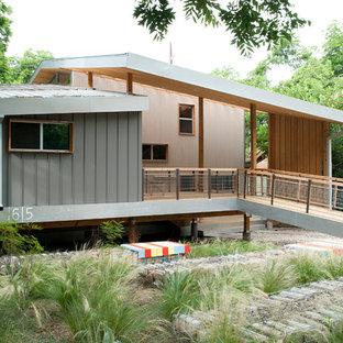 Midcentury modern exterior home idea in Austin
