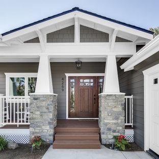 На фото: огромный, одноэтажный, деревянный, серый частный загородный дом в стиле кантри с крышей из гибкой черепицы и двускатной крышей