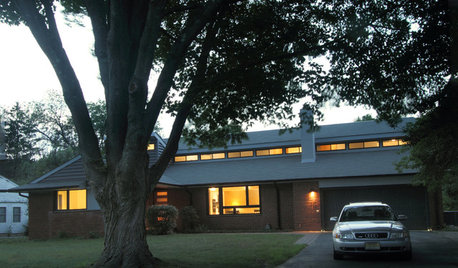Houzz Tour: Midcentury Ranch Addition Blends In and Looks Outward
