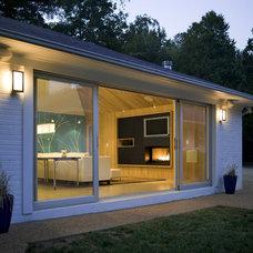 Modern Exterior by Alloy Workshop