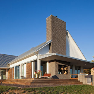 Country two-story exterior home idea in Kansas City