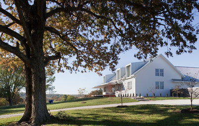 Houzz Tour: Traditional Meets Modern in a Missouri Farmhouse