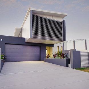 Foto della facciata di una casa viola contemporanea a due piani