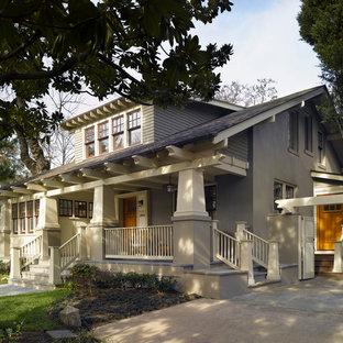 Idee per la facciata di una casa american style a due piani con tetto a capanna