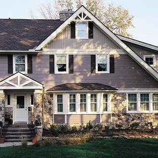 На фото: большой, двухэтажный, фиолетовый частный загородный дом в викторианском стиле с комбинированной облицовкой, двускатной крышей и крышей из гибкой черепицы
