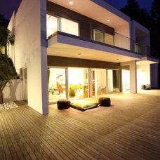Modern Exterior by Ruben Cardoso