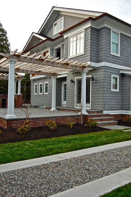 Traditional Exterior by Liquidscapes