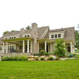 Inspiration för lantliga grå hus, med två våningar, sadeltak och tak i shingel