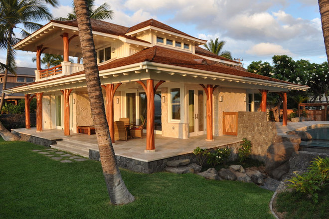 Tropical Exterior by Dinmore & Cisco Architects, Inc.