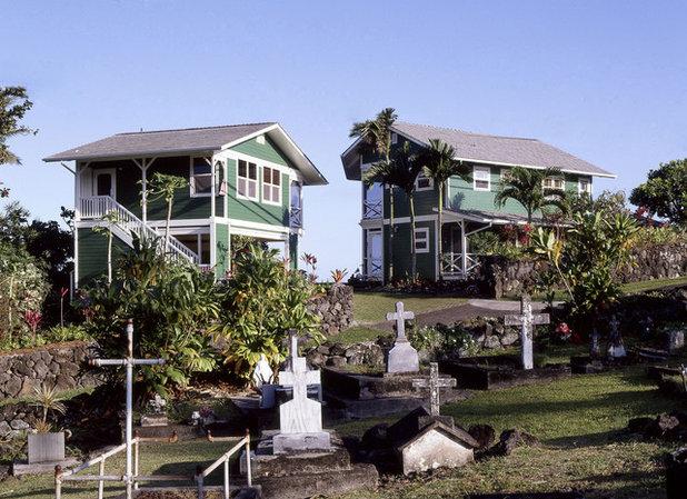 Тропический Фасад дома by Cynthia Marks - Interiors