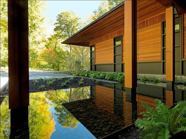 Rustic House Exterior by Birdseye Design