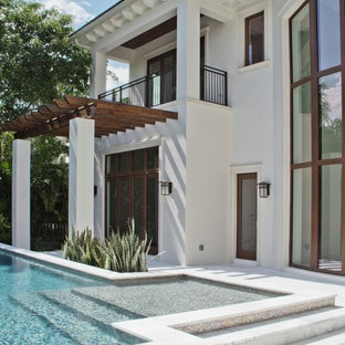 Design ideas for a contemporary exterior in Miami.